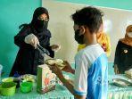 bupati-ipuk-memasak-dan-menyuguhkan-soto-madura-kepada-para-pelajar-di-sd.jpg