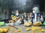 bupati-ipuk-mengunjungi-kawasan-pasar-jajag-kecamatan-gambiran.jpg