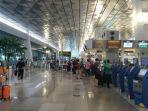 calon-penumpang-pesawat-siap-berlibur-melalui-bandara-soekarno-hatta.jpg