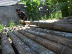 dedek-wicaksana-menjual-bambu-layang-layang-untuk-menambah-penghasilan.jpg