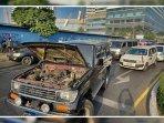 demonstran-myanmar-blokir-jalan.jpg
