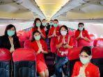 direktur-utama-airasia-indonesia-foto-bersama-para-awak-kabin-airasia.jpg