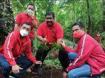 dpc-pdip-buleleng-saat-menanam-ribuan-pohon-kopi-dan-kelapa-di-desa-panji-minggu-101.jpg