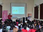 dr-manik-yuniawaty-spbkonk-saat-memberikan-edukasi-tentang-kanker-payudara.jpg