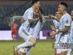 emain-argentina-lionel-messi-kiri-melakukan-selebrasi-bersama-pemain-argentina-angel-di-maria.jpg