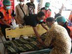 evakuasi-jenazah-diduga-korban-gantung-diri-di-denpasar.jpg