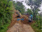 evakuasi-tanah-longsor-di-banjar-cangwang-desa-bunutan-kecamatan-abang.jpg