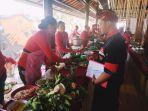 festival-kuliner-jembrana-para-peserta-meramu-masakan-di-mendopo-kesari-banjar-tengah.jpg