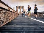 foto-ilustrasi-beberapa-orang-sedang-berlari.jpg