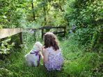foto-ilustrasi-gadis-yang-menyayangi-anjing.jpg