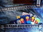 foto-ilustrasi-kartu-kredit-di-kantong-celana.jpg