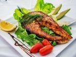 foto-ilustrasi-makanan-yang-terbuat-dari-ikan-salmon.jpg