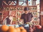 foto-ilustrasi-pembeli-yang-sedang-berbelanja-di-toko-buah.jpg