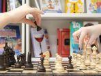 foto-ilustrasi-permainan-catur-untuk-melatih-otak.jpg