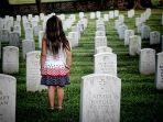 foto-ilustrasi-seorang-anak-perempuan-yang-sedang-berada-di-kuburan.jpg