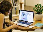 foto-ilustrasi-seorang-wanita-yang-sedang-bekerja-di-rumah.jpg
