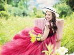 foto-ilustrasi-wanita-yang-ceria-dengan-gaun-berwarna-fanta.jpg