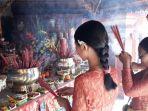 foto-persembahyangan-di-griya-kongco-dwipayana.jpg
