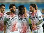 franck-kessie-dan-para-pemain-ac-milan-merayakan-gol-ke-gawang-atalanta-senin-24-mei-2021.jpg