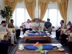 gubernur-bali-dan-rektor-unud-bertemu-bahas-lembaga-energi-terbarukan_20160706_134010.jpg