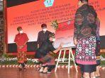 gubernur-bali-i-wayan-koster-menyaksikan-penandatanganan-komitmen-bersama-pengelollk.jpg