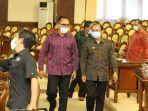 gubernur-bali-wayan-koster-kanan-bersama-ketua-dprd-balii-nyoman-adi-wiryatama-hgd.jpg