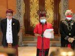 gubernur-bali-wayan-koster-konferensi-pers-di-rumah-jabatannya-jumat-1072020.jpg