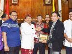 gubernur-bali-wayan-koster-menerima-kunjungan-komisi-v-dpr-ri_20181102_084304.jpg