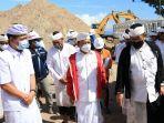 gubernur-bali-wayan-koster-meninjau-pembangunan-proses-pembangunan-pelabuhan-sampalan.jpg