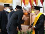 gubernur-ganjar-pranowo-saat-acara-penganugerahan-gelar-doktor-honoris-causa-kepada-habib-luthfi.jpg