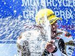 hasil-motogp-australia-2018-marquez-diseruduk-di-tikungan_20181028_144846.jpg