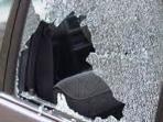 ilustrasi-pencurian-pecahkan-kaca-mobil.jpg