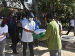 jaya-negara-serahkan-bantuan-sembakoke-masyarakat-terdampak-covid-19-di-denpasar.jpg