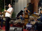 jazz-under-the-tree-1.jpg