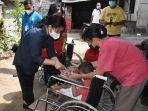 k3s-kota-denpasar-serahkan-kursi-roda-kepada-penyandang-disabilitas.jpg