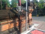 kabel-telkom-bergelantungan-di-dekat-terminal-batubulan_20180521_165939.jpg