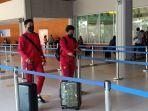 kadek-agung-dan-taufik-saat-akan-masuk-terminal-keberangkatan-domestik-bandara.jpg