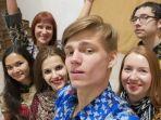 kaum-muda-rusia-pakai-batik.jpg