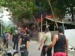 kebakaran-gudang-rongsokan-di-jalan-antasari-kota-denpasar-bali-pada-sabtu-6-februari-2021.jpg