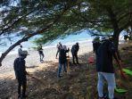 kegiatan-bersih-bersih-pantai-grand-watu-dodol-banyuwangi.jpg