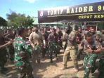 kekompakan-mtt-sfab-us-army-bersama-prajurit-tni-ad-di-mako-yonif-raider-900sbw.jpg