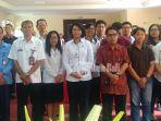 kepala-bbpom-denpasar-i-gusti-ayu-adhi-aryapatni-tengah-berfoto-bersama-peserta.jpg