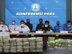kepala-bnn-ri-dr-petrus-r-golose-menunjukkan-barang-bukti-ratusan-kilogram-narkoba.jpg