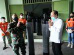 kepala-dinas-kesehatan-provinsi-bali-dr-ketut-suarjaya-saat-menerima-penyerahan-tabung.jpg