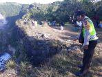 kepolisian-menunjukkan-lokasi-terprosoknya-korban-di-sareb-cliff.jpg
