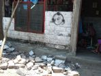 kerusakan-yang-dialami-warga-akibat-gempa-63-sr-yang-terjadi-di-situbondo_20181011_144855.jpg