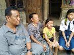 ketua-dprd-klungkung-aa-gde-anom-saat-mengunjungi-anak-dari-keluarga-kurang-mampu.jpg