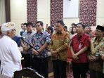 ketua-umum-asosiasi-fkub-indonesia-ida-pangelingsir-agung-putra-sukahet-melantik-panitia-pelaksana.jpg