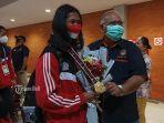 ketum-taekwondo-indonesia-pengprov-bali-berfoto-bersama-dengan-ni-kadek-heni-prikasih.jpg