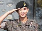kim-soo-hyun-saat-mengakhiri-wajib-militernya.jpg